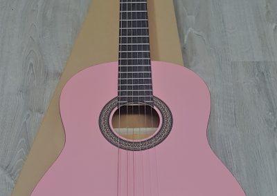 גיטרה קלאסית ורודה